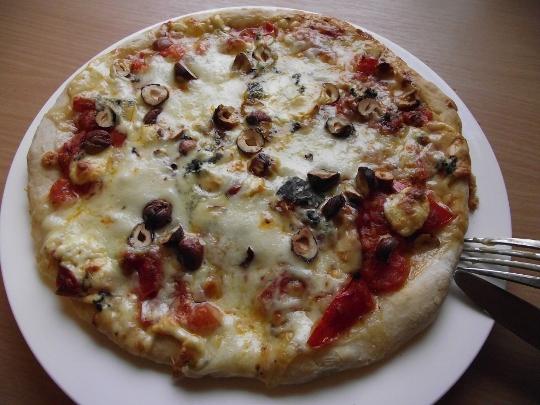 pizza_z_blekitnym_serem_540x405